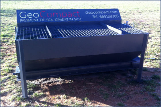 implemento mini cargadora bobcat Dosificador de cemento/cal para estabilizacion de suelo cemento in situ